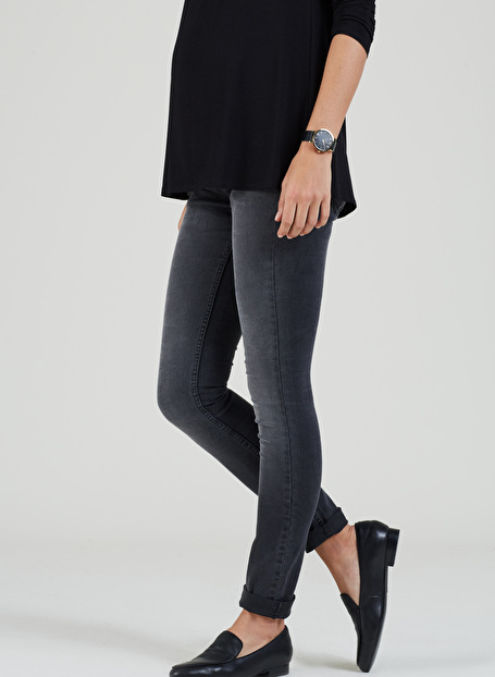 Isabella Oliver Zadie Stretch Maternity Skinny Jeans in Charcoal-15608