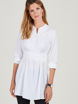 A comfortable maternity shirt with long sleeves and a good length