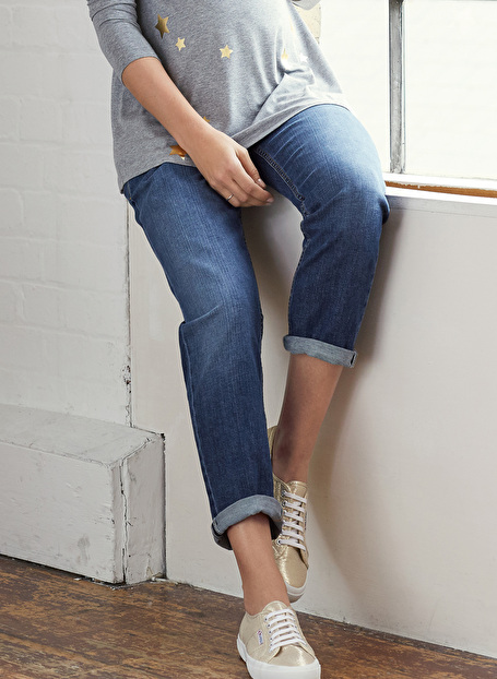 the ultimate in maternity jean style the Isabella Oliver relaxed boyfriend jean